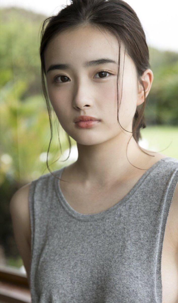 【安倍乙グラビア画像】素朴な雰囲気だけど時々感じるセクシーさが魅力的な10代の太眉美少女 08
