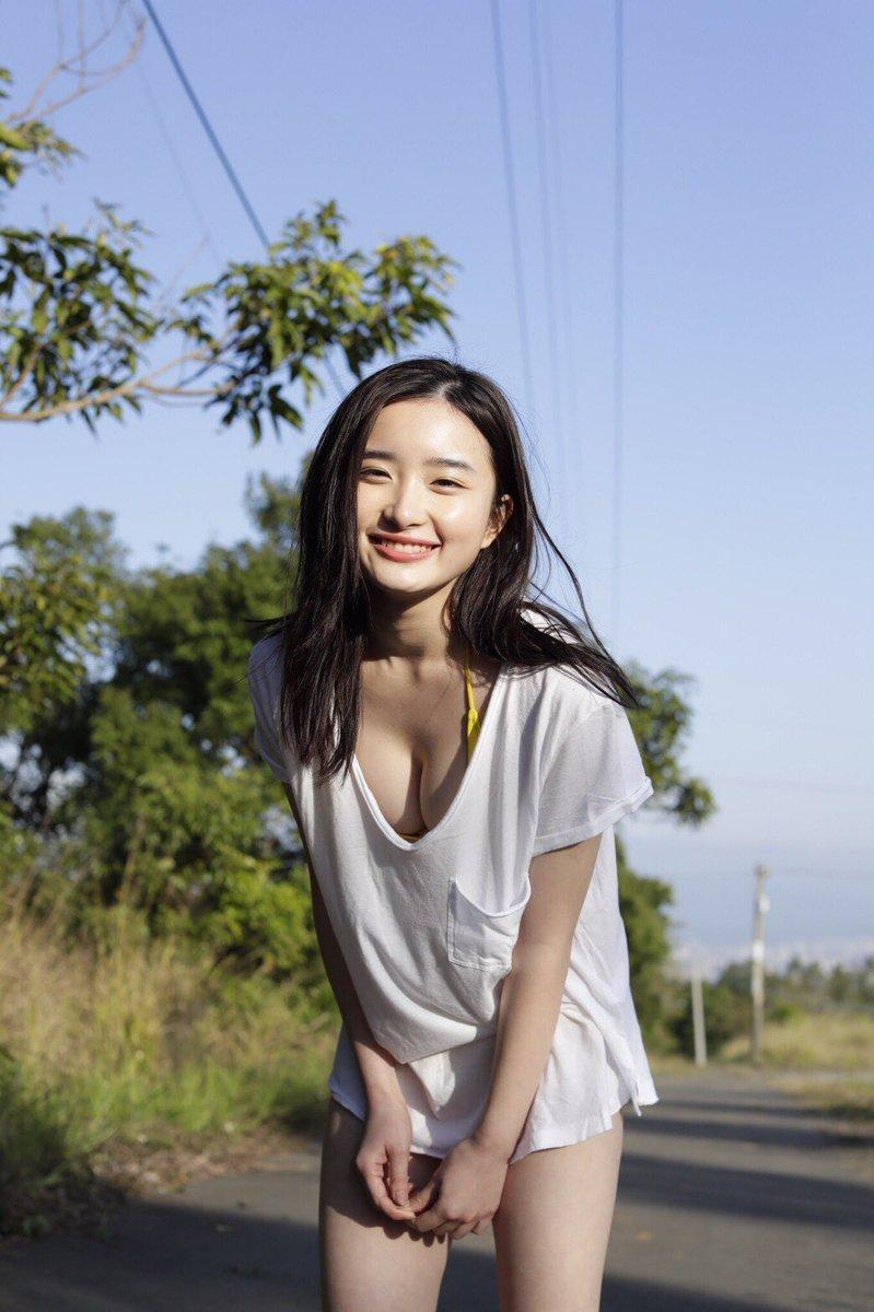 【安倍乙グラビア画像】素朴な雰囲気だけど時々感じるセクシーさが魅力的な10代の太眉美少女 10