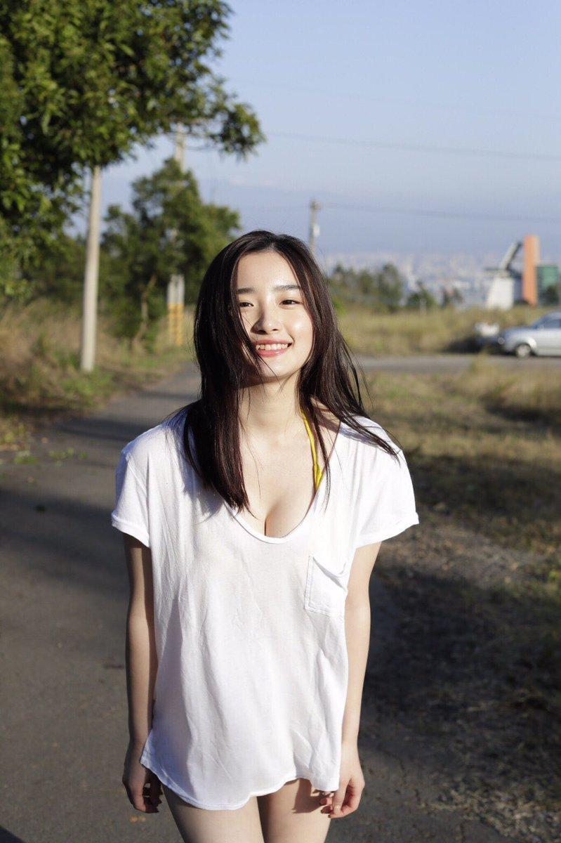 【安倍乙グラビア画像】素朴な雰囲気だけど時々感じるセクシーさが魅力的な10代の太眉美少女 11
