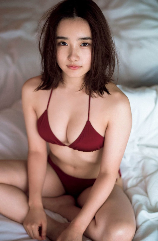 【安倍乙グラビア画像】素朴な雰囲気だけど時々感じるセクシーさが魅力的な10代の太眉美少女 17