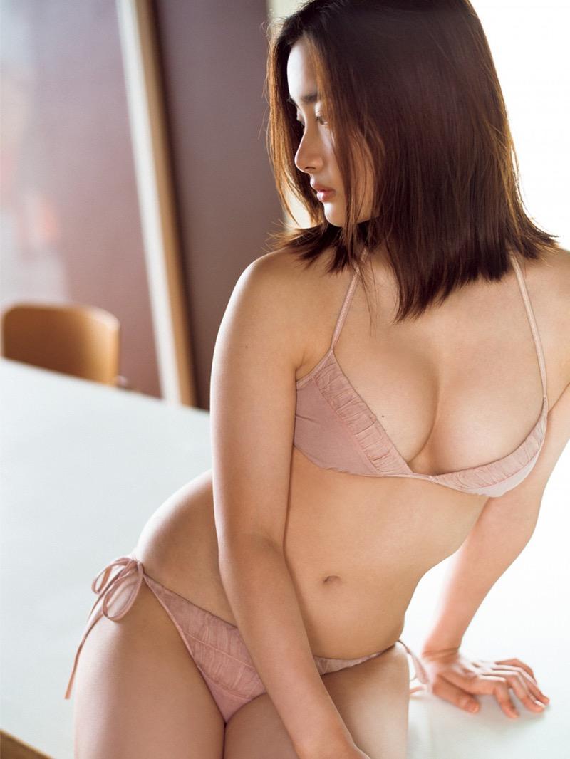 【安倍乙グラビア画像】素朴な雰囲気だけど時々感じるセクシーさが魅力的な10代の太眉美少女 33