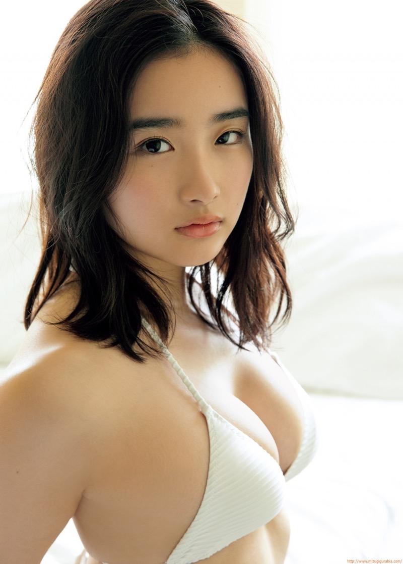 【安倍乙グラビア画像】素朴な雰囲気だけど時々感じるセクシーさが魅力的な10代の太眉美少女 48