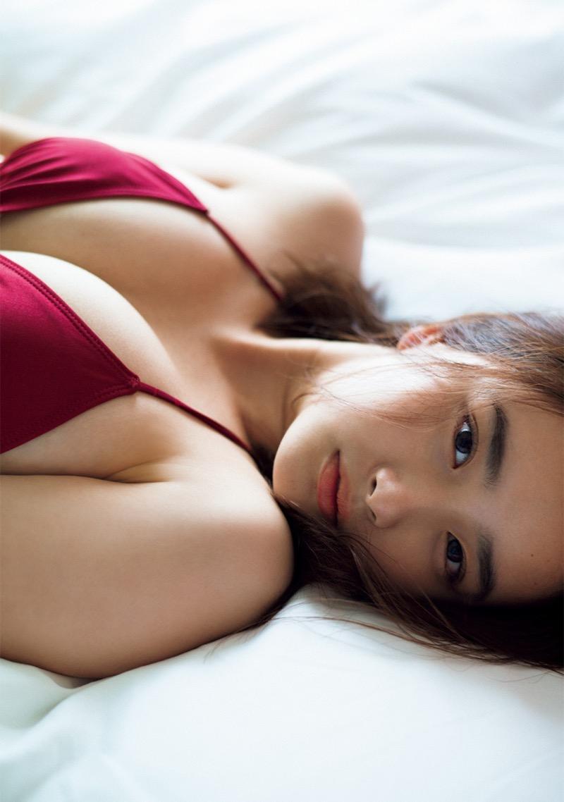 【安倍乙グラビア画像】素朴な雰囲気だけど時々感じるセクシーさが魅力的な10代の太眉美少女 49