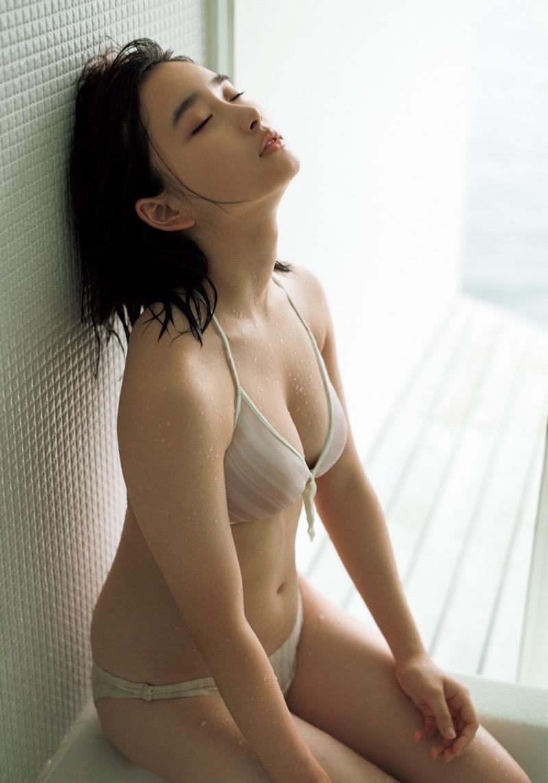 【安倍乙グラビア画像】素朴な雰囲気だけど時々感じるセクシーさが魅力的な10代の太眉美少女 50