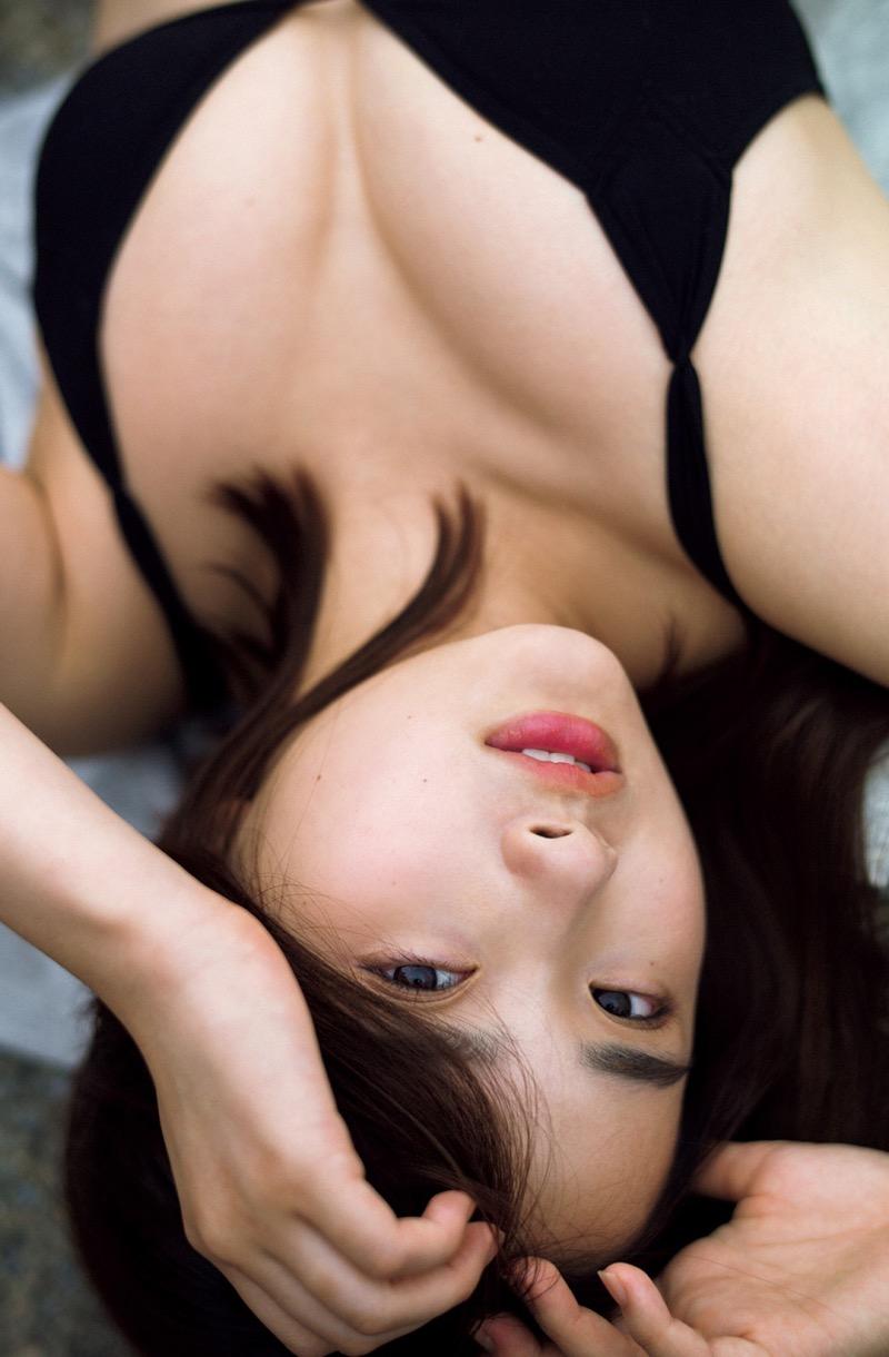 【安倍乙グラビア画像】素朴な雰囲気だけど時々感じるセクシーさが魅力的な10代の太眉美少女 52