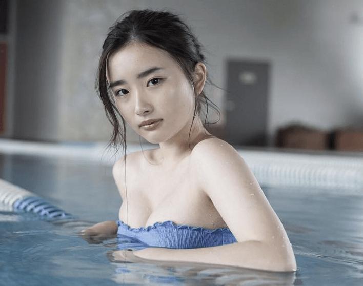 【安倍乙グラビア画像】素朴な雰囲気だけど時々感じるセクシーさが魅力的な10代の太眉美少女 73