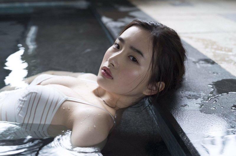 【安倍乙グラビア画像】素朴な雰囲気だけど時々感じるセクシーさが魅力的な10代の太眉美少女 75