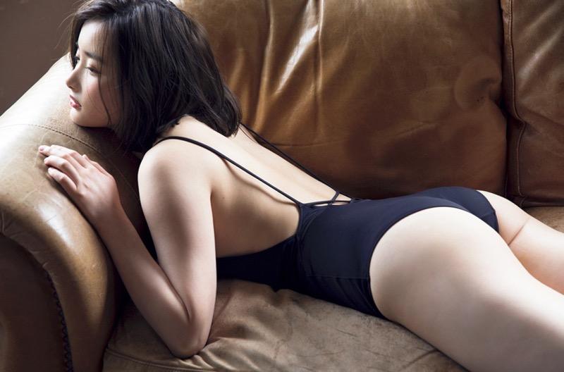 【安倍乙グラビア画像】素朴な雰囲気だけど時々感じるセクシーさが魅力的な10代の太眉美少女 76