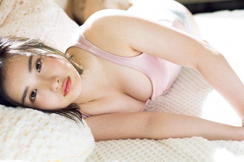 【安倍乙グラビア画像】素朴な雰囲気だけど時々感じるセクシーさが魅力的な10代の太眉美少女 78