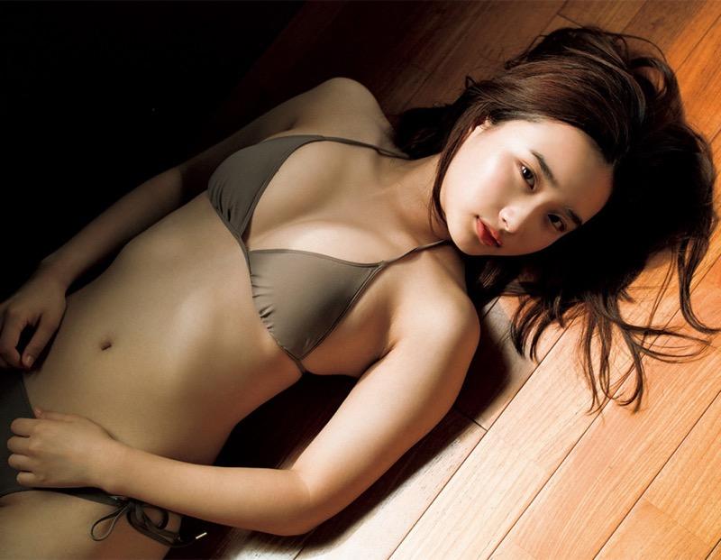 【安倍乙グラビア画像】素朴な雰囲気だけど時々感じるセクシーさが魅力的な10代の太眉美少女 79