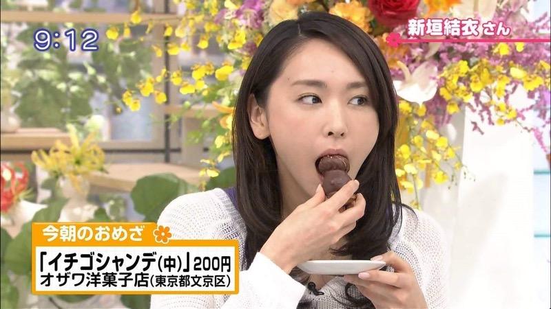 【放送事故フェラ画像】女子アナがテレビに映ってないところではこうやってチンポしゃぶってるのかなwwww 57