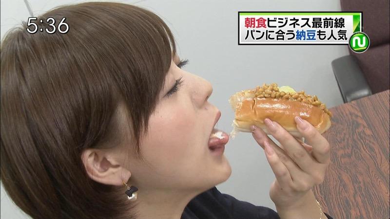 【放送事故フェラ画像】女子アナがテレビに映ってないところではこうやってチンポしゃぶってるのかなwwww 73