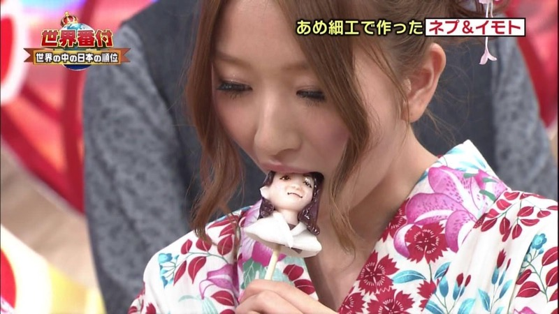 【放送事故フェラ画像】女子アナがテレビに映ってないところではこうやってチンポしゃぶってるのかなwwww 77