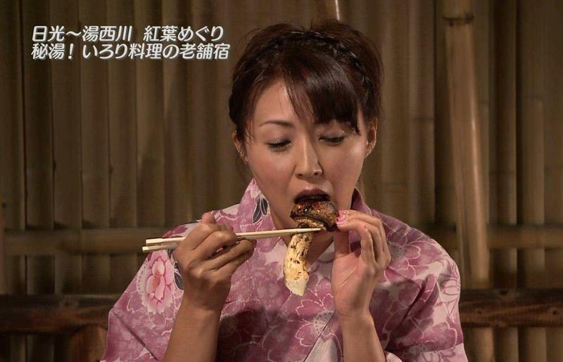 【放送事故フェラ画像】女子アナがテレビに映ってないところではこうやってチンポしゃぶってるのかなwwww 79