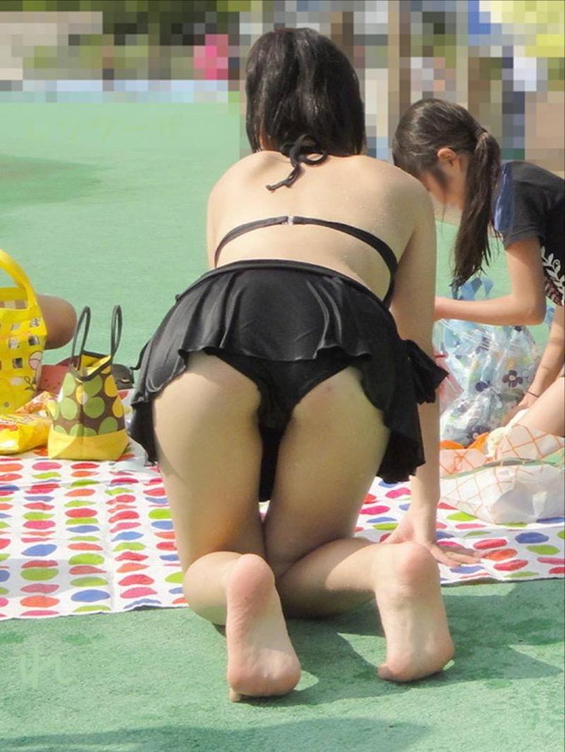 【素人水着エロ画像】真夏の海水浴場で開放的なギャルのビキニ姿をこっそり撮ったったwwww 40