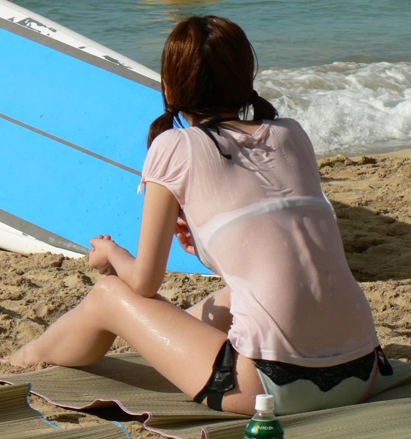 【素人水着エロ画像】真夏の海水浴場で開放的なギャルのビキニ姿をこっそり撮ったったwwww 59