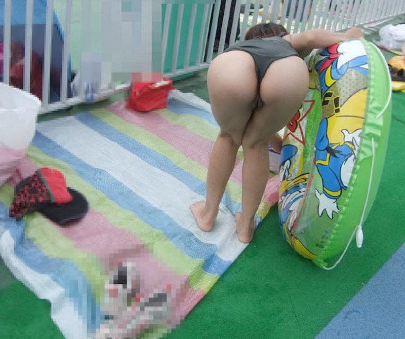 【素人水着エロ画像】真夏の海水浴場で開放的なギャルのビキニ姿をこっそり撮ったったwwww 65