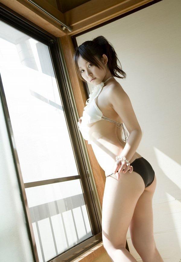 【石川優実グラビア画像】可愛らしい顔してエッチな格好しまくってるギャップがエロいわwwww 68