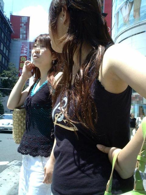 【素人娘の薄着画像】まるで熱帯地方の様な暑さに負けて乳首が見えるくらい薄着になったエロ女wwww 03