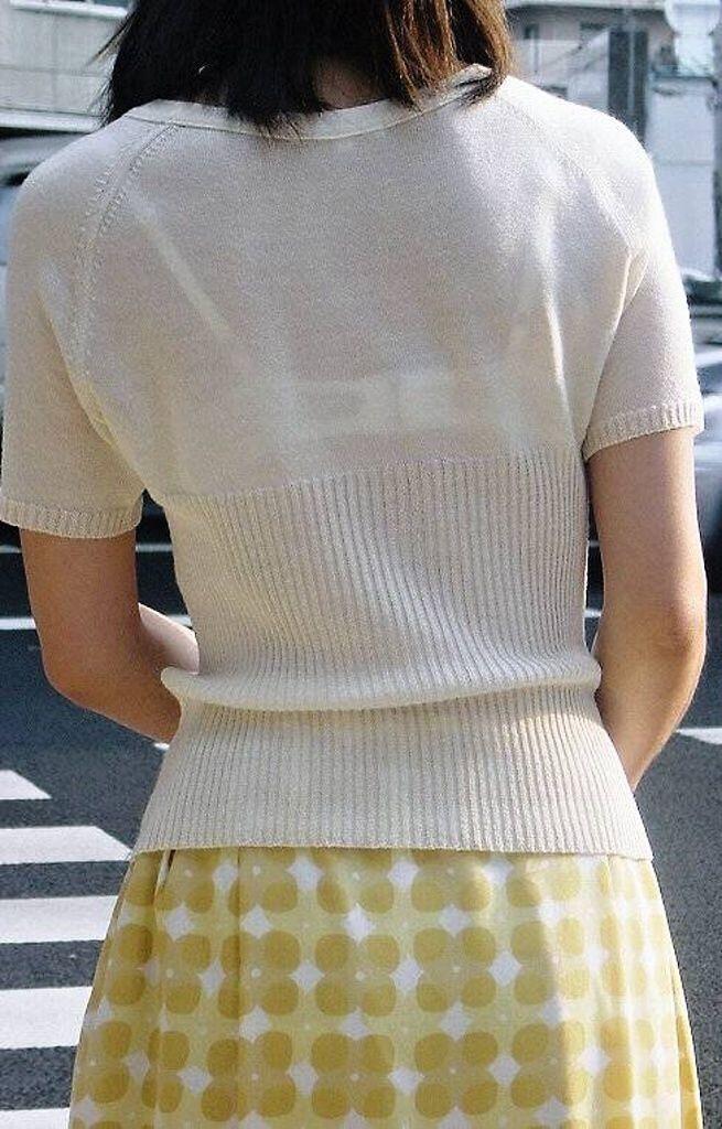【素人娘の薄着画像】まるで熱帯地方の様な暑さに負けて乳首が見えるくらい薄着になったエロ女wwww 19