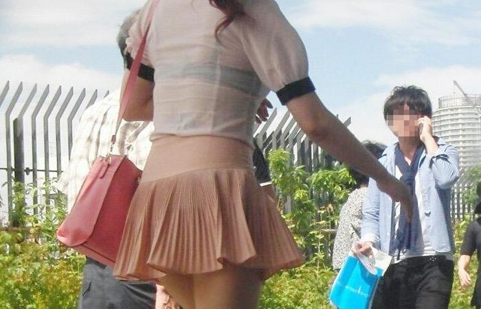 【素人娘の薄着画像】まるで熱帯地方の様な暑さに負けて乳首が見えるくらい薄着になったエロ女wwww 61