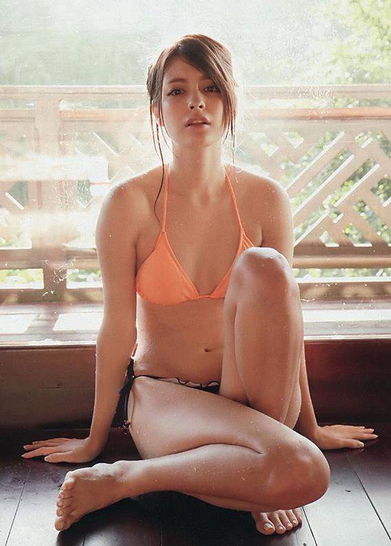 【マギーグラビア画像】高身長でスタイル抜群なハーフ美人モデルのセクシーなランジェリー姿 14