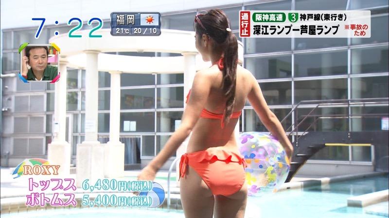 【放送事故ポロリ画像】際どい水着でテレビ出演したせいでオッパイとマンコが見えそうなんだがwwww 08