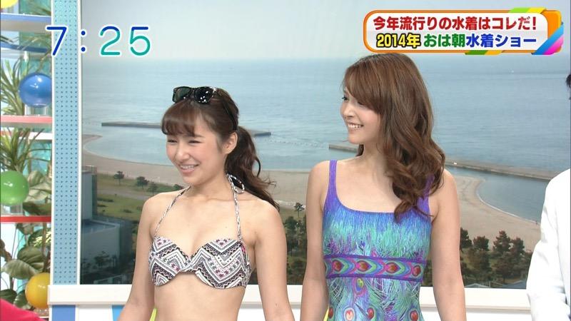 【放送事故ポロリ画像】際どい水着でテレビ出演したせいでオッパイとマンコが見えそうなんだがwwww 38