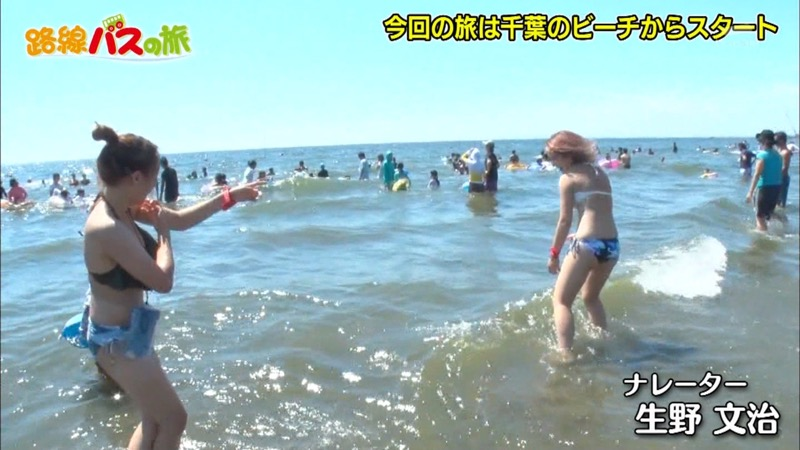 【放送事故ポロリ画像】際どい水着でテレビ出演したせいでオッパイとマンコが見えそうなんだがwwww 43