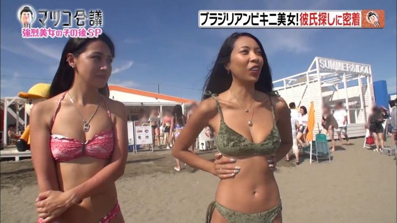 【放送事故ポロリ画像】際どい水着でテレビ出演したせいでオッパイとマンコが見えそうなんだがwwww 52