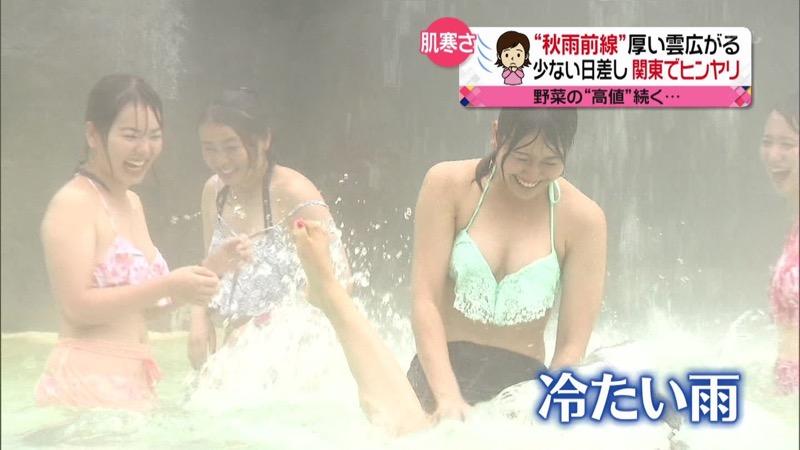 【放送事故ポロリ画像】際どい水着でテレビ出演したせいでオッパイとマンコが見えそうなんだがwwww 58