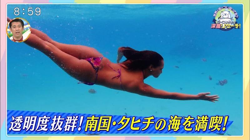 【放送事故ポロリ画像】際どい水着でテレビ出演したせいでオッパイとマンコが見えそうなんだがwwww 71