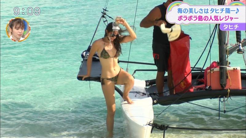 【放送事故ポロリ画像】際どい水着でテレビ出演したせいでオッパイとマンコが見えそうなんだがwwww 74