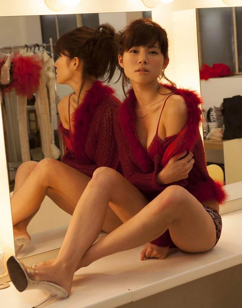【松川佑依子エロ画像】女子大生やOLとして働きながらグラドルやってたEカップ巨乳美女 03