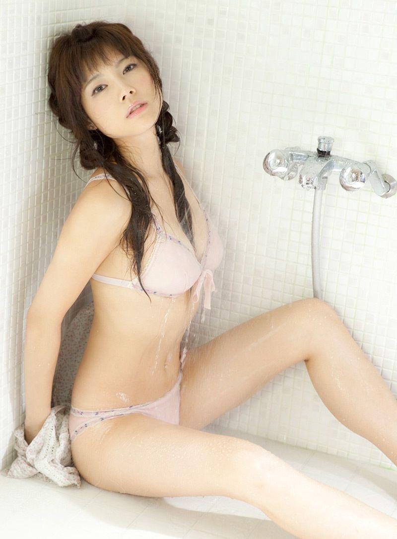 【松川佑依子エロ画像】女子大生やOLとして働きながらグラドルやってたEカップ巨乳美女 04