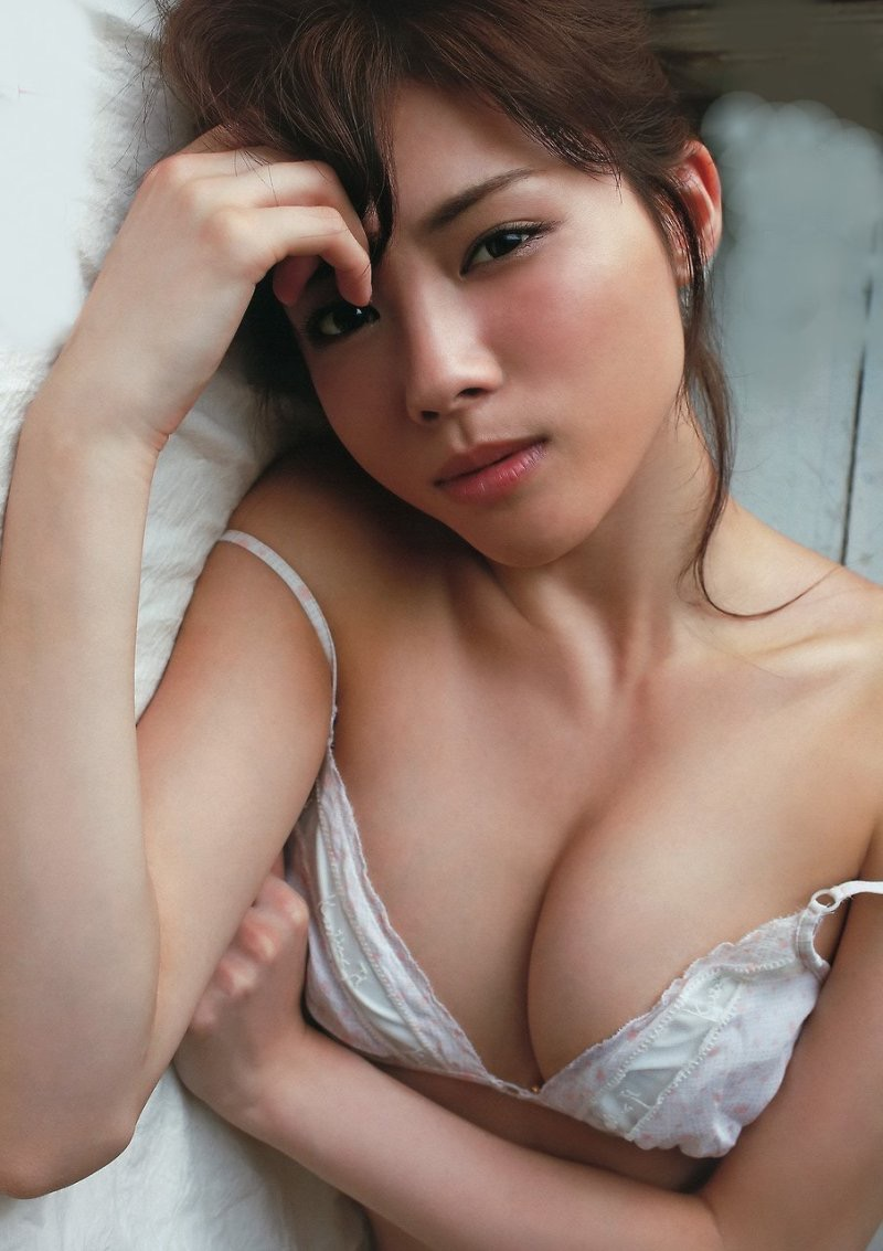 【松川佑依子エロ画像】女子大生やOLとして働きながらグラドルやってたEカップ巨乳美女 05