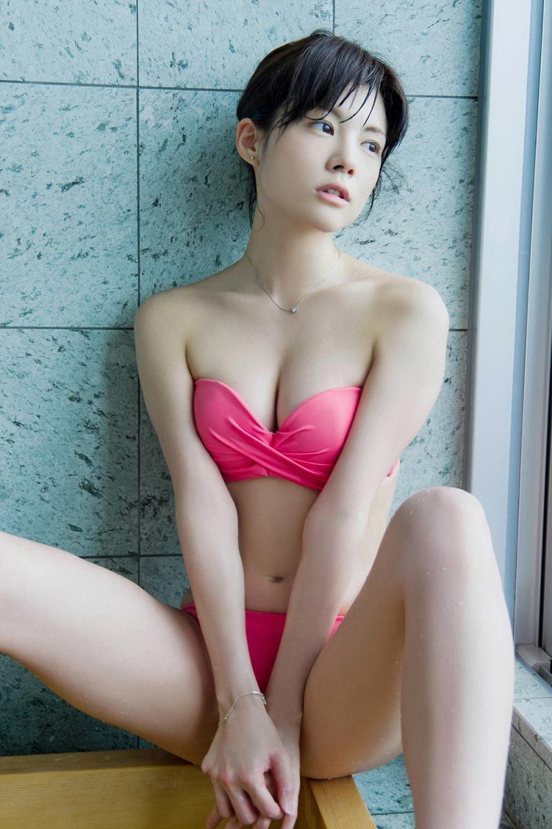 【松川佑依子エロ画像】女子大生やOLとして働きながらグラドルやってたEカップ巨乳美女 08