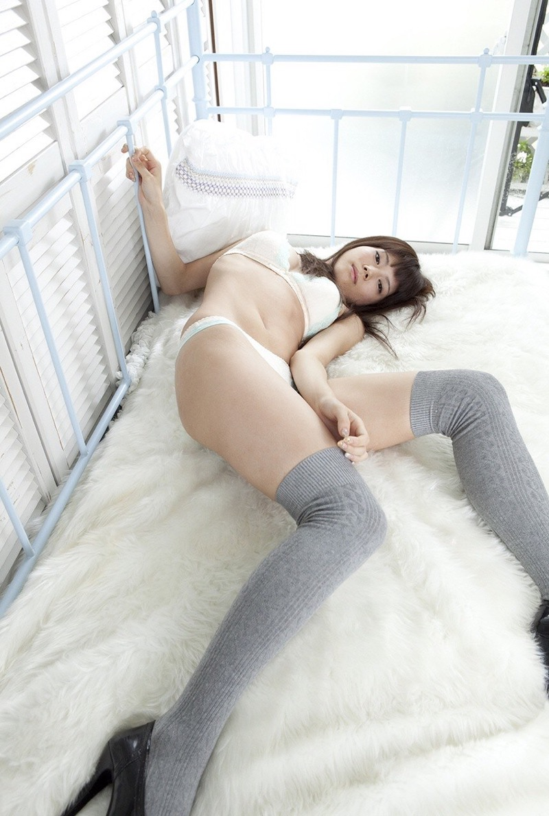 【松川佑依子エロ画像】女子大生やOLとして働きながらグラドルやってたEカップ巨乳美女 43