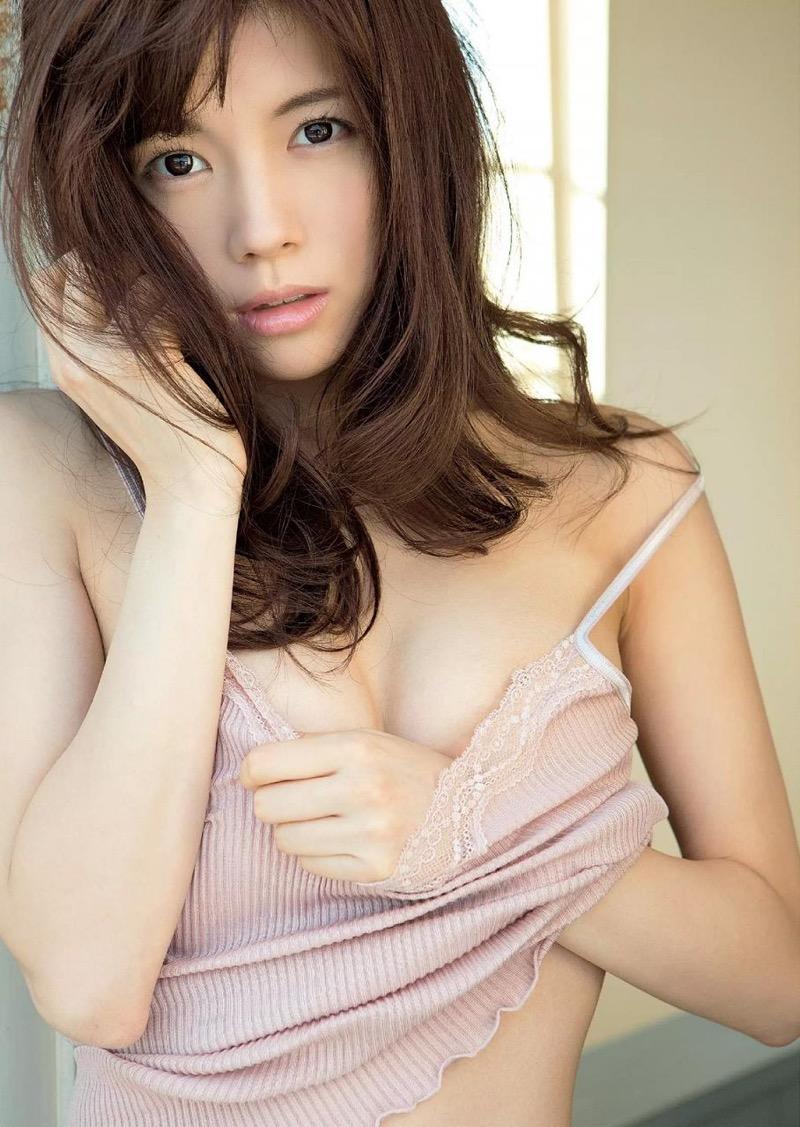 【松川佑依子エロ画像】女子大生やOLとして働きながらグラドルやってたEカップ巨乳美女 53