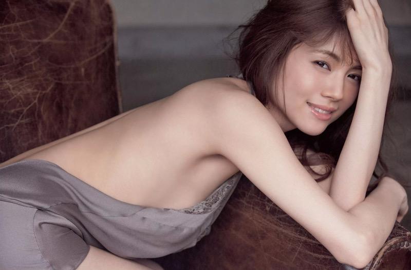 【松川佑依子エロ画像】女子大生やOLとして働きながらグラドルやってたEカップ巨乳美女 77