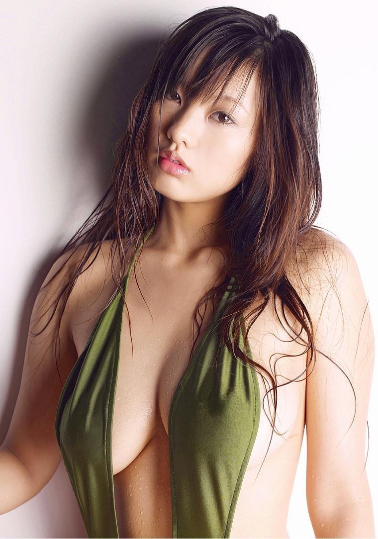 【松本さゆきグラビア画像】ぷっくりした厚めの唇が魅力的なGカップ巨乳のグラビアアイドル 05