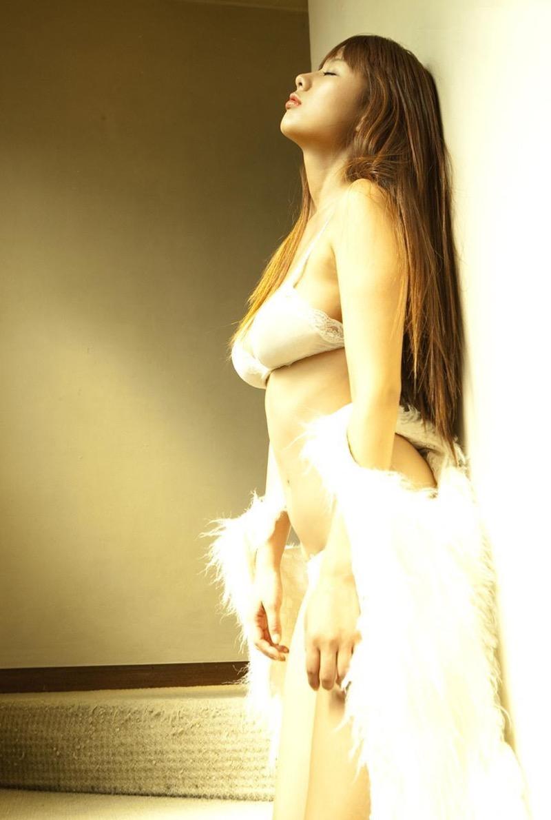 【松本さゆきグラビア画像】ぷっくりした厚めの唇が魅力的なGカップ巨乳のグラビアアイドル 51