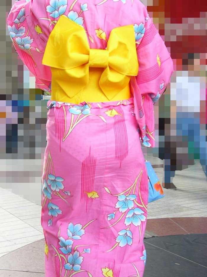 【花火大会パンチラ画像】お祭りの雰囲気や花火の綺麗さに気を取られてパンツ全開の素人娘wwww 13