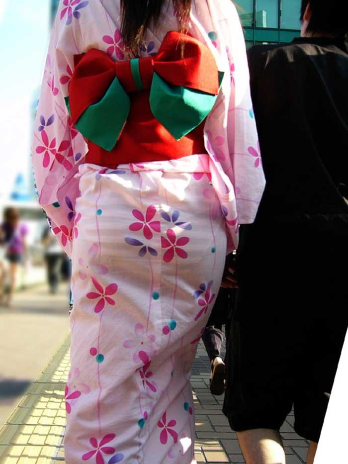 【花火大会パンチラ画像】お祭りの雰囲気や花火の綺麗さに気を取られてパンツ全開の素人娘wwww 15