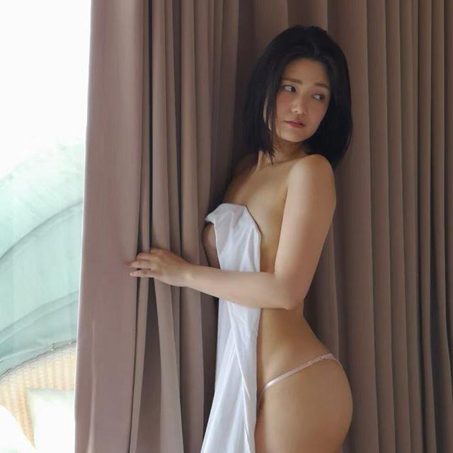 【古崎瞳エロ画像】30歳台で初めて撮ったイメージDVDを発売すると共にグラビア卒業を決意! 54