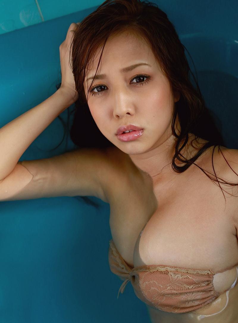【丸高愛美グラビア画像】太めのウエストでもそれ以上に大きなお尻がとてもエロいEカップグラドル 06
