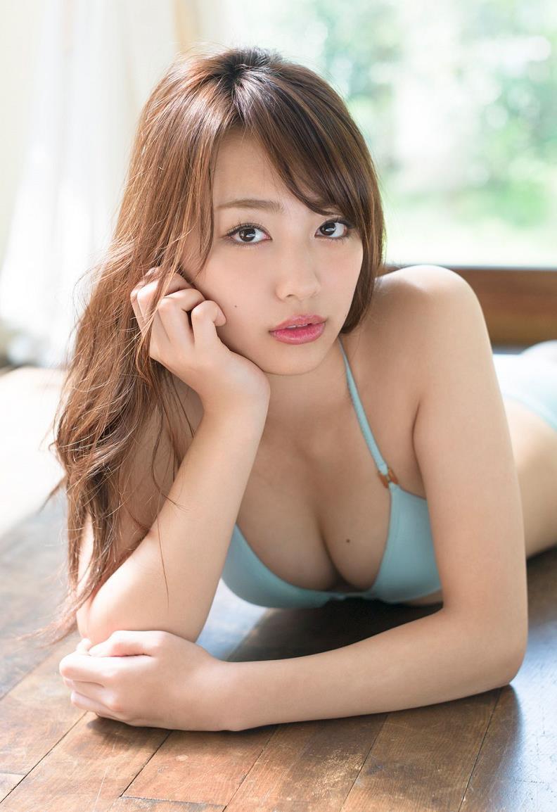 【みうらうみグラビア画像】ファッションモデルの綺麗なスレンダーボディと胸元のホクロがエロい! 10