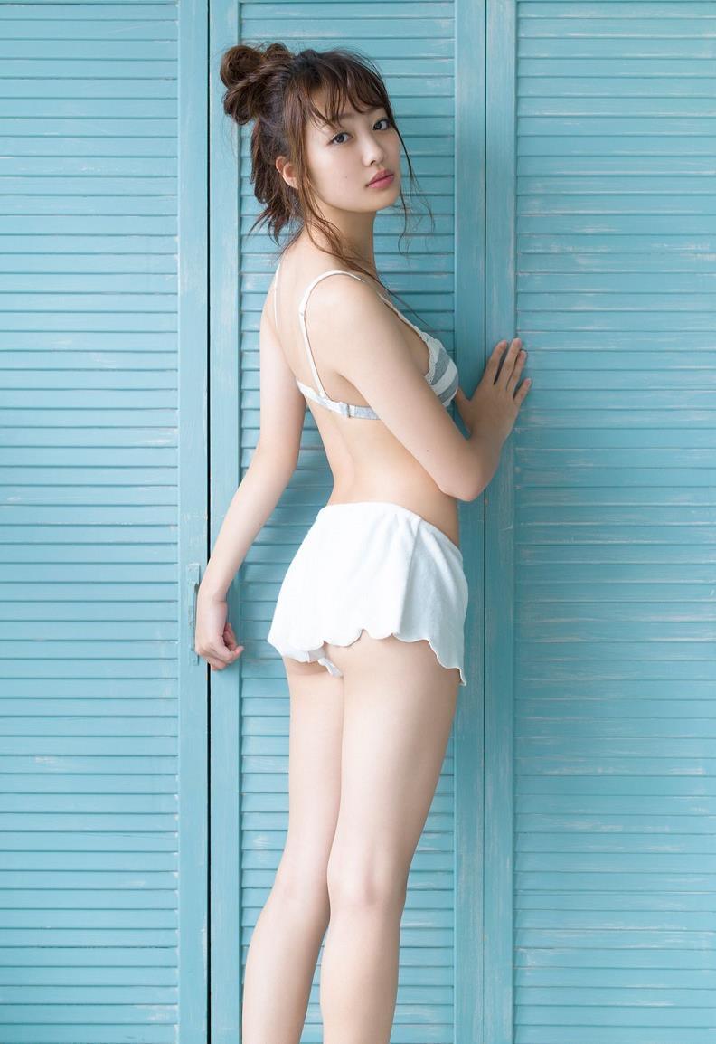 【みうらうみグラビア画像】ファッションモデルの綺麗なスレンダーボディと胸元のホクロがエロい! 12