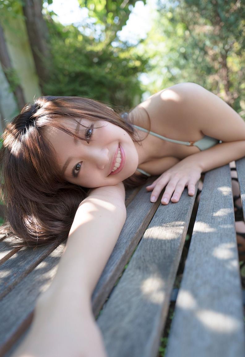 【みうらうみグラビア画像】ファッションモデルの綺麗なスレンダーボディと胸元のホクロがエロい! 13