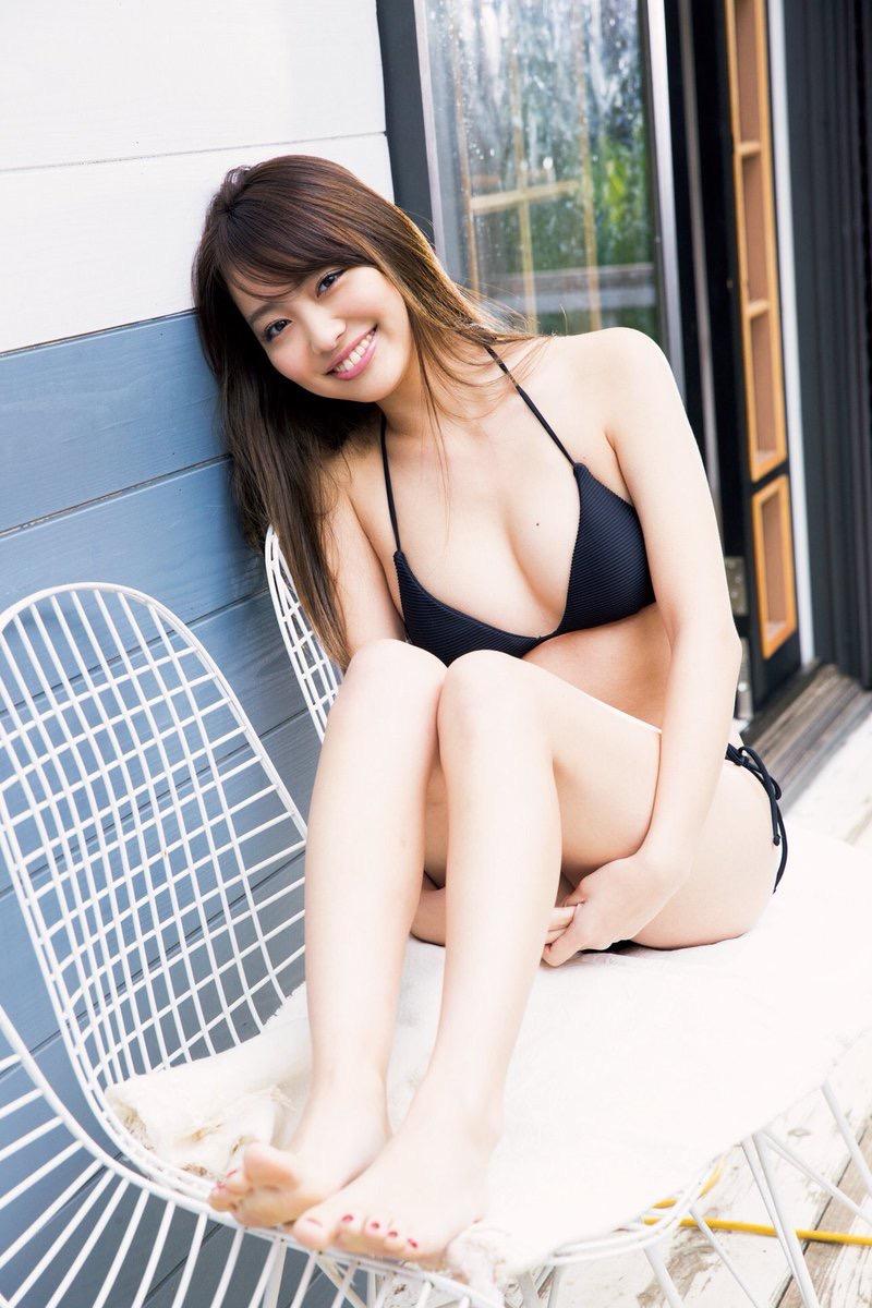 【みうらうみグラビア画像】ファッションモデルの綺麗なスレンダーボディと胸元のホクロがエロい! 16